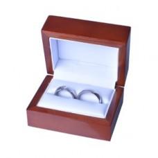 Luxusná drevená darčeková krabička na prstene.