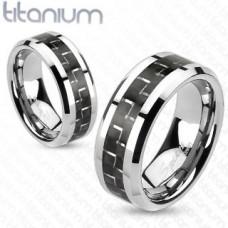 Titánové prstene s karbónovou výplňou.